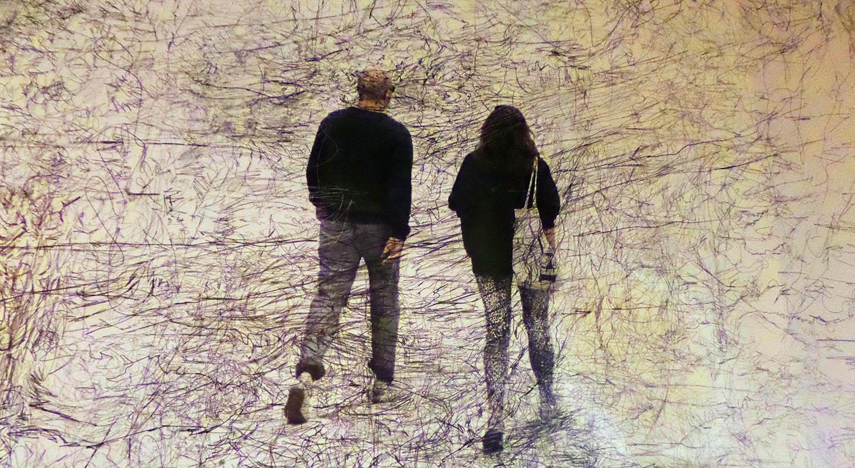 Walking in Paris copyright: Metterschling 2015